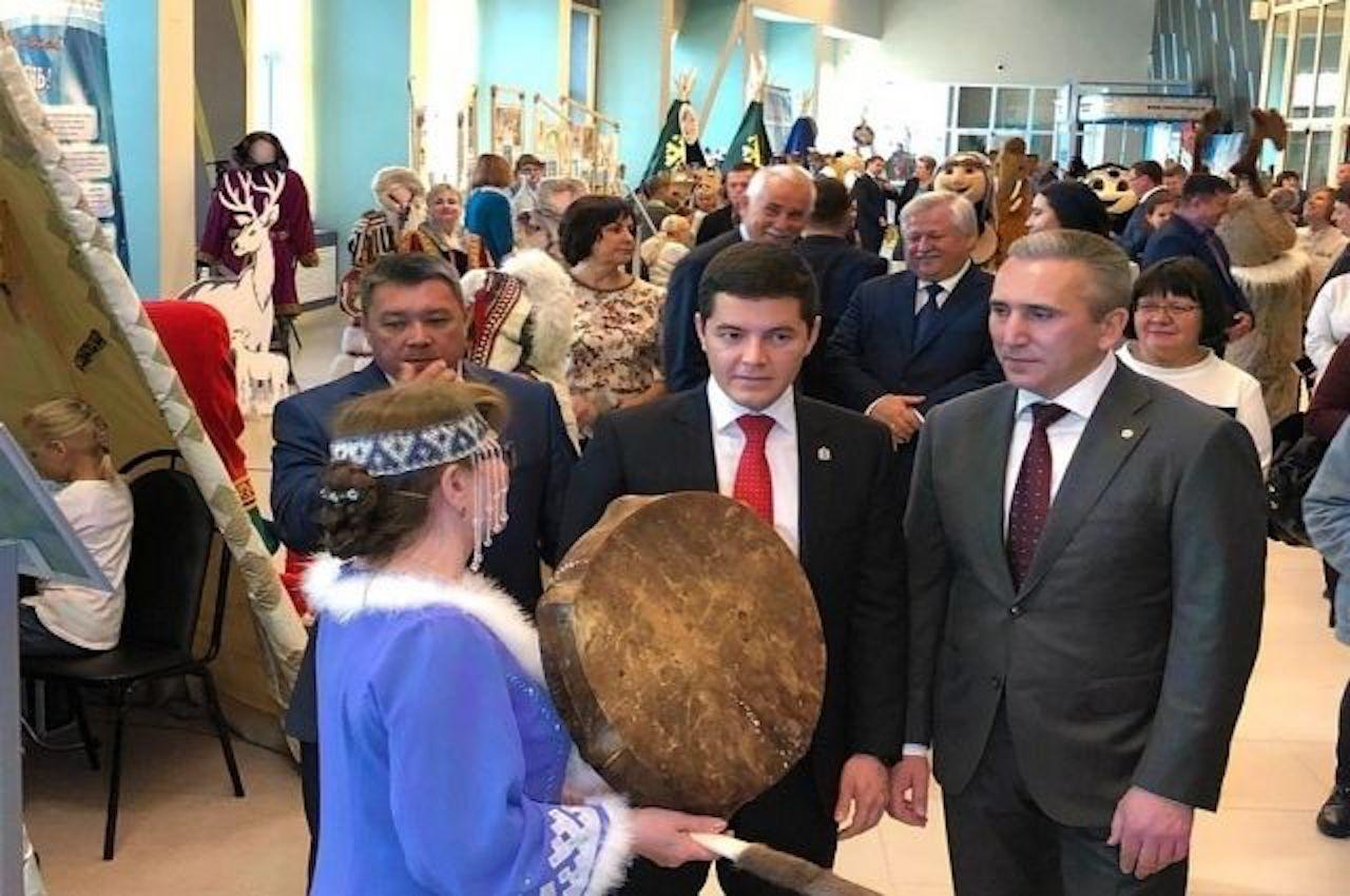 Александр Моор и Дмитрий Артюхов посетили новоуренгойский этнопарк